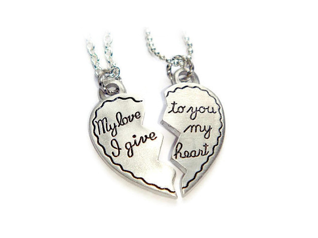 heart necklaces for couples