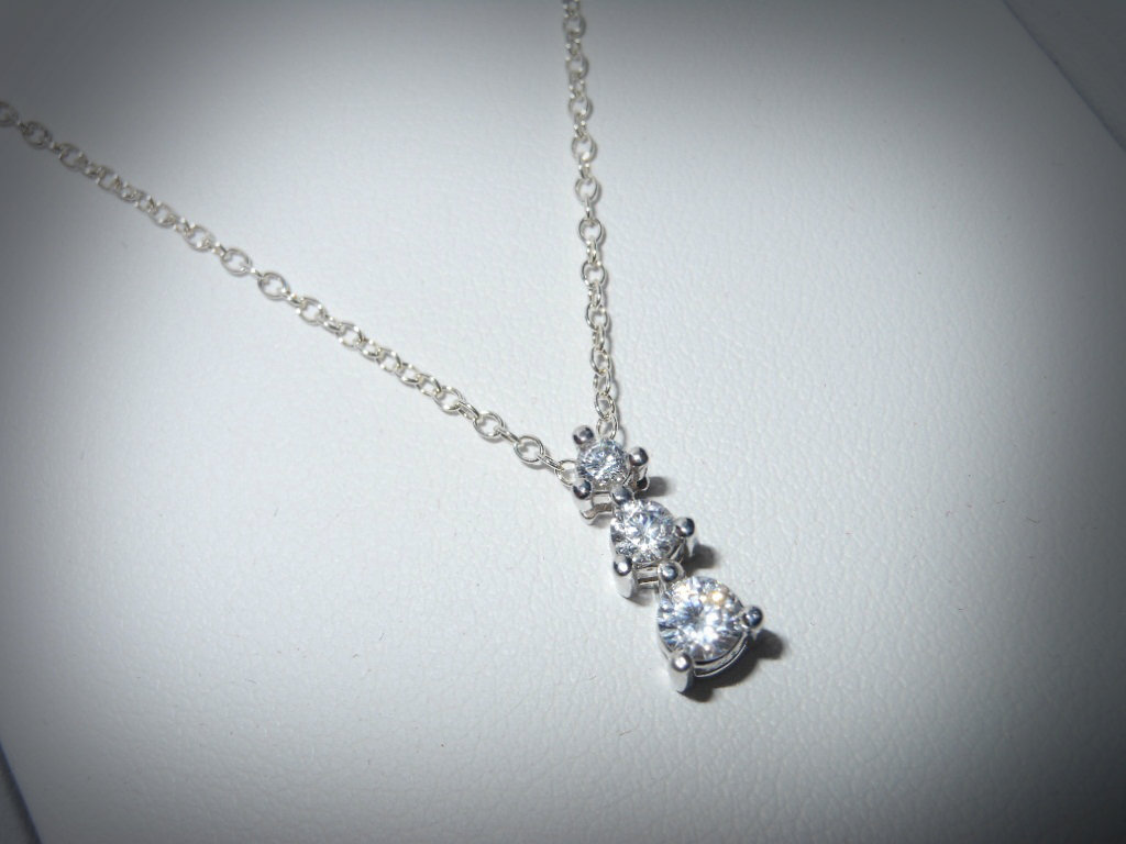 simple diamond necklaces